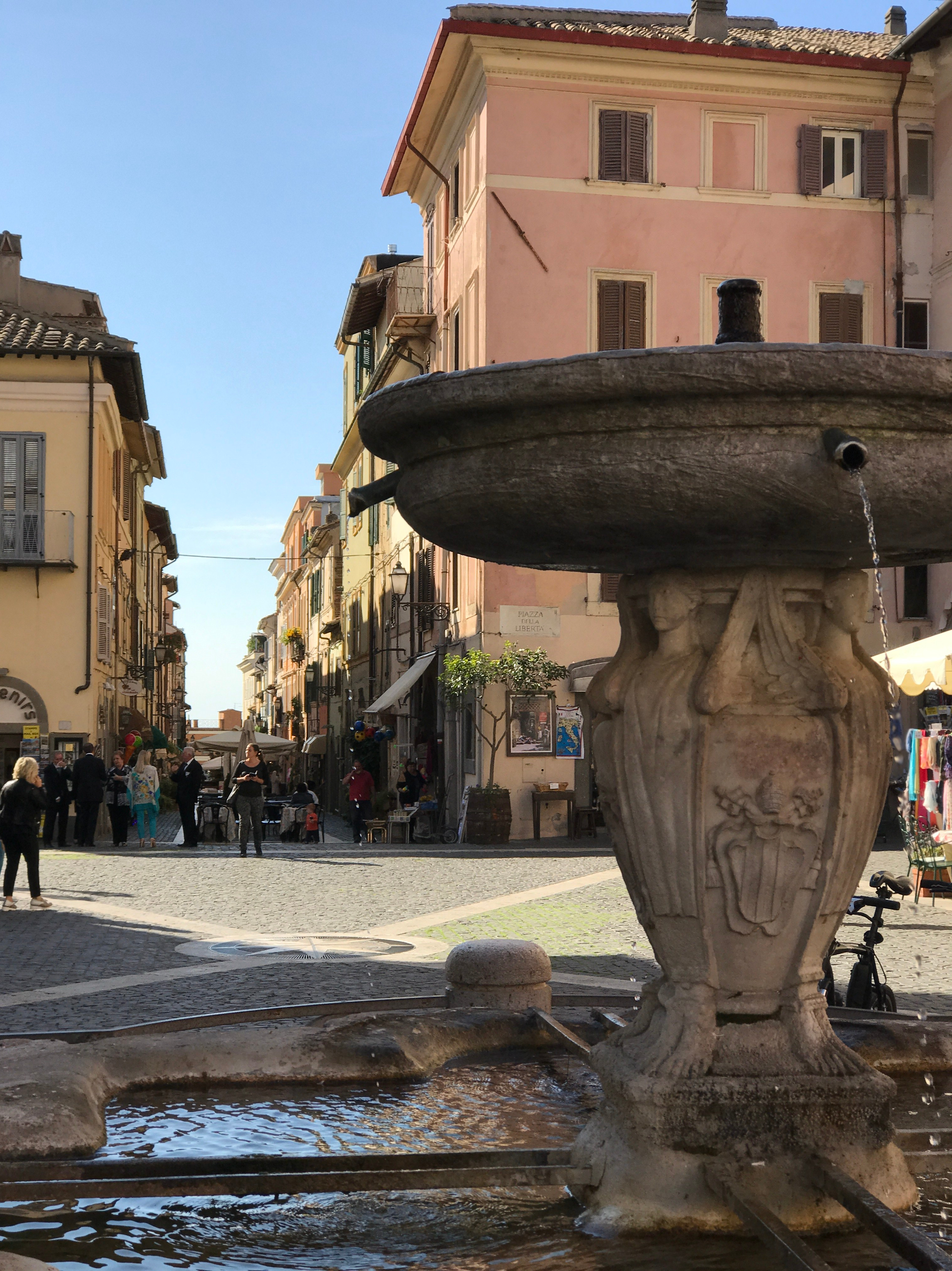 castel-gandalfo_town-square.jpg