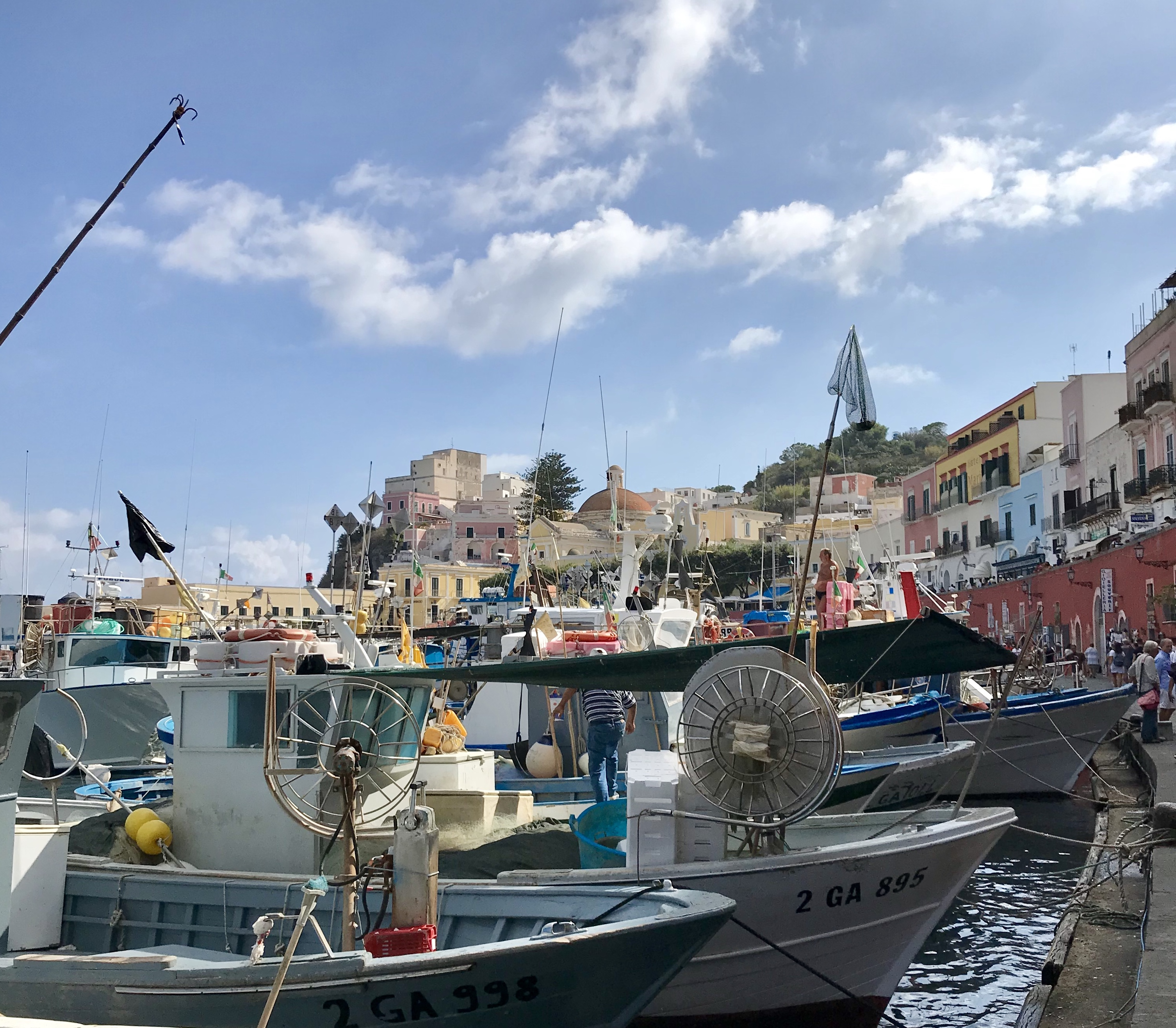 Ponza_morning_port_